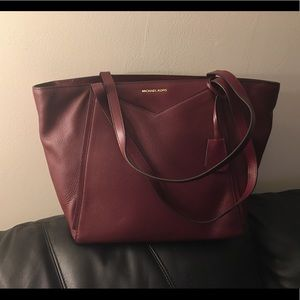 ⭐️Very Gently Used ! Michael Michael Kors Tote⭐️